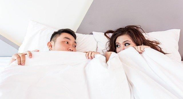 O nagości w łóżku